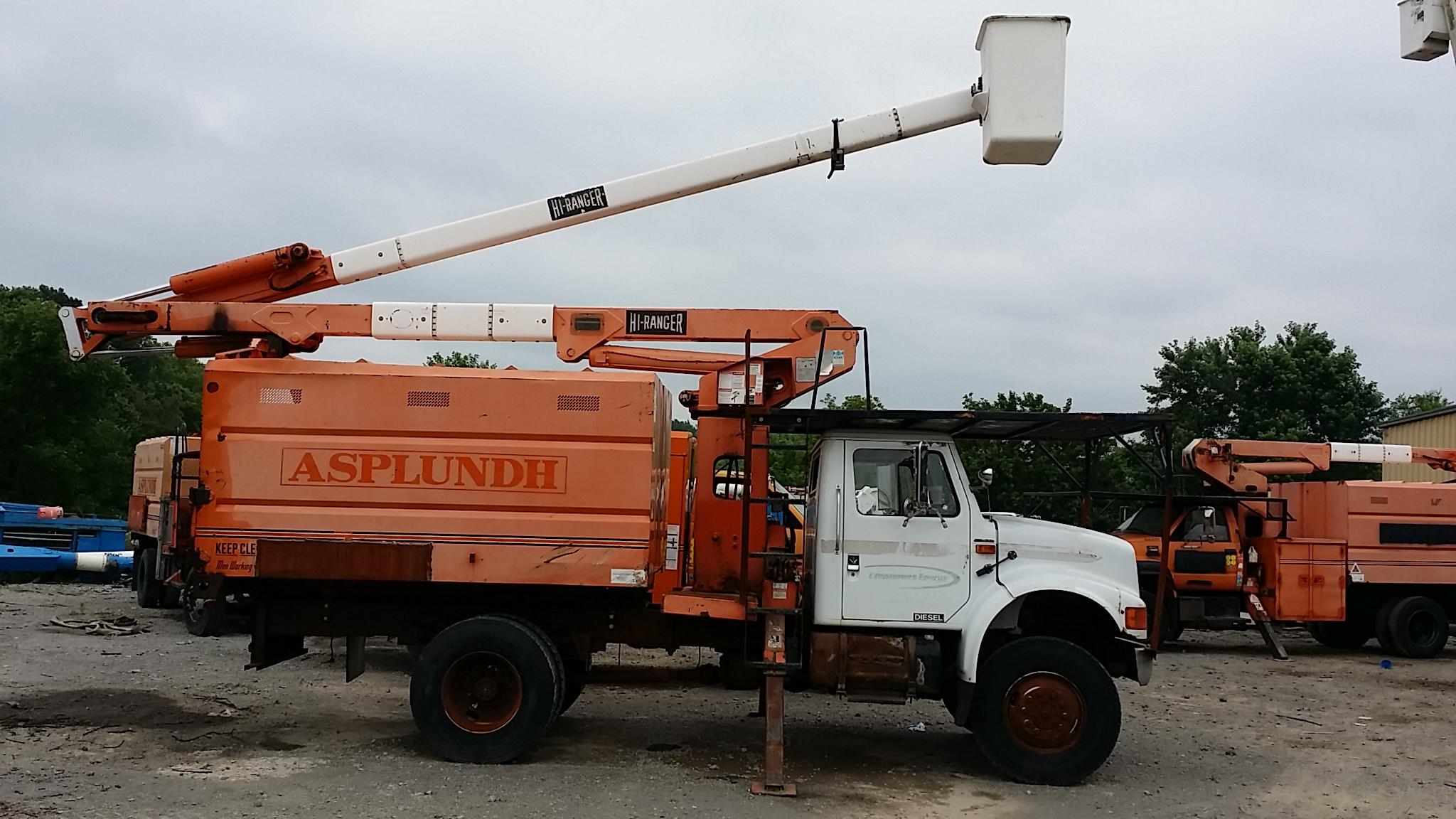 4x4 forestry bucket truck xt55