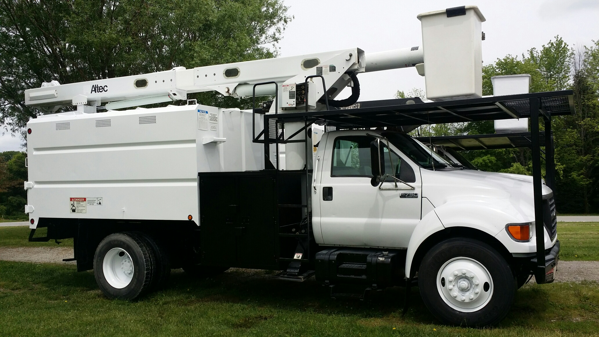 2003 Ford Forestry Cherry Picket Bucket Truck